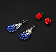 Goedkope Red Rose Resin Stud Oorbellen + Blue Rhinestone Drop Oorbellen (2 paar)
