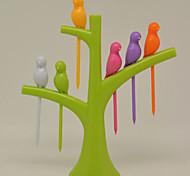 pássaro criativo no frok fruto da árvore (cor aleatória)
