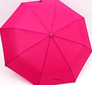 Hommes et des femmes de couleur de sucrerie Ensoleillé et Raining Umbrella