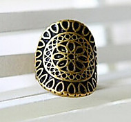 Vintage Hollow Out Flower Pattern Statement Ring(1 Pc)