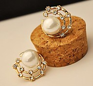 All Over the Sky Star Bling Conch Pearls Round Stud Earring
