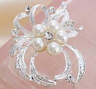 Fashion Rhinestone Pearl Flower Brooches Random Color