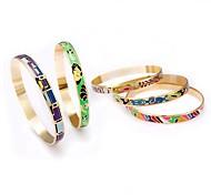 Women'sFashion Exquisite Stainless steel Bracelets(Random Color)
