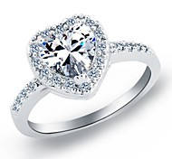 Luxurious Women's Heart Shape Crystal Wedding Rings