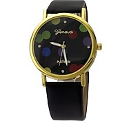 Women's Fashion Wave Pattern Design Circular Dial PU Leather Strap Quartz Movement Wrist Watches (Assorted Colors)
