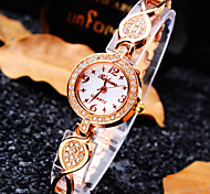 Women's Luxury Trend Round Diamond Star Scale Dial Diamond Band Fashion Quartz Bracelet Watch (Assorted Colors)