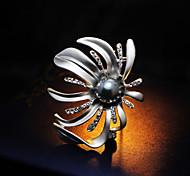 Chic Pearl Sun Flower Brooch