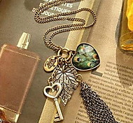 (1 Pc) Vintage (Heart Pendant) Golden Alloy Pendant Necklace(Golden)