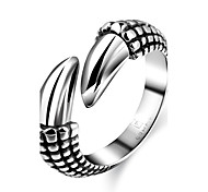 Wild Generous No Decorative Stone Men's Stoving Varnish Claw Stainless Steel Ring(Black)(1Pc)
