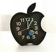 relógio criativo de plástico mini-maçã agulha de mesa de quartzo de alarme (cor aleatória)