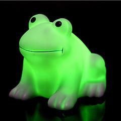 creativo colorido feliz de la rana llevó la luz de la noche que cambia de color